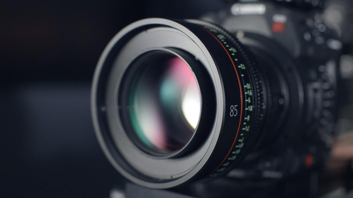 【2020年版】YouTuberの使っているカメラの機能を大公開!